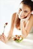 Donna con insalata Fotografia Stock