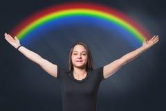 Donna con l'arcobaleno immagine stock libera da diritti