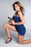 Donna con l'arma Immagine Stock