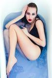 Donna con l'ente ed i capelli bagnati Immagini Stock