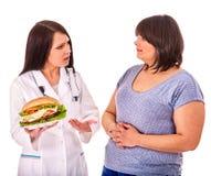 Donna con l'hamburger e medico Fotografie Stock Libere da Diritti
