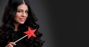 Donna con la bacchetta magica a forma di stella fotografia stock libera da diritti