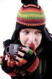 Donna con la bevanda calda Immagine Stock Libera da Diritti
