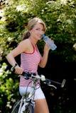 Donna con la bici di montagna Immagine Stock Libera da Diritti