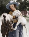 Donna con la capra e cavallino (tutte le persone rappresentate non sono vivente più lungo e nessuna proprietà esiste Garanzie del immagine stock