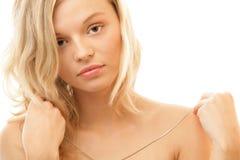 Donna con la catena d'argento Fotografie Stock
