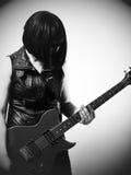 Donna con la chitarra elettrica Fotografie Stock Libere da Diritti