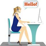 Donna con la cuffia avricolare sulla sua testa che si siede su una sedia Immagine Stock Libera da Diritti