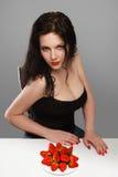 Donna con la fragola Fotografia Stock Libera da Diritti