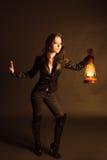 Donna con la lampada di olio Fotografia Stock