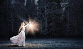 Donna con la lanterna Immagine Stock