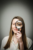 Donna con la lente Fotografia Stock