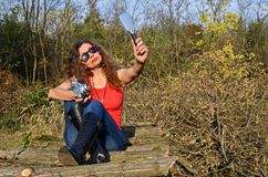 Donna con la macchina da presa Fotografie Stock Libere da Diritti