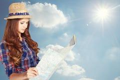Donna con la mappa Immagini Stock Libere da Diritti