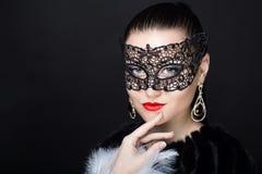 Donna con la maschera nera Fotografia Stock Libera da Diritti