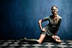 Donna con la mascherina immagine stock