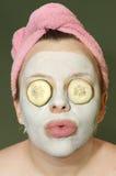 Donna con la mascherina dell'argilla Immagini Stock Libere da Diritti