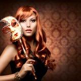 Donna con la mascherina di carnevale Fotografia Stock