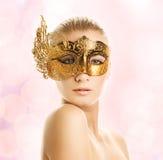 Donna con la mascherina di carnevale Immagini Stock Libere da Diritti