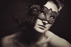 Donna con la mascherina veneziana Immagine Stock