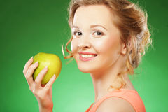 Donna con la mela verde Immagini Stock Libere da Diritti