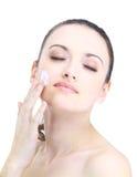 Donna con la pelle di salute del fronte Immagini Stock