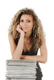 Donna con la pila di scomparti Fotografie Stock