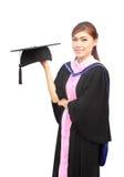 Donna con la protezione e l'abito di graduazione Immagini Stock Libere da Diritti