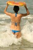 Donna con la scheda di boogie Fotografie Stock