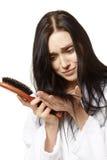 Donna con la spazzola di capelli Fotografia Stock Libera da Diritti