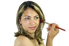 Donna con la spazzola per trucco Fotografia Stock
