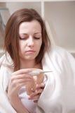 Donna con la tazza di tè Immagine Stock