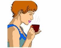 Donna con la tazza di tè su un fondo bianco Fotografia Stock