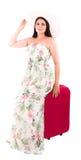 Donna con la valigia rossa di A su un fondo bianco Fotografia Stock Libera da Diritti