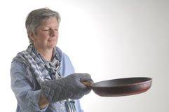 Donna con la vaschetta fotografie stock libere da diritti