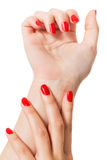Donna con le belle unghie rosse manicured Immagine Stock