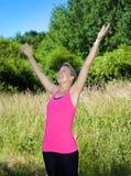 Donna con le braccia alzate Immagini Stock Libere da Diritti