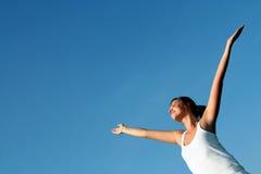 Donna con le braccia outstretched Immagini Stock Libere da Diritti