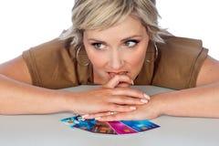 Donna con le carte di credito Immagine Stock