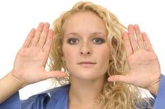 Donna con le mani in su Fotografie Stock