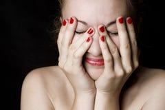 Donna con le mani sulla testa Fotografia Stock