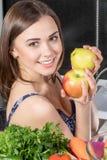 Donna con le mele Fotografia Stock