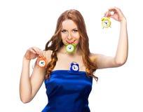 Donna con le sveglie Fotografie Stock Libere da Diritti