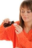 Donna con lo sciroppo di tosse Fotografia Stock