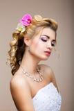 Sofisticazione. Donna affettuosa sensuale nella fantasticheria. Pelle pulita sana. Bellezza naturale immagini stock libere da diritti