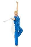 Donna con pratica della spada delle arti marziali Fotografia Stock