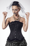Donna con stile gotico di modo Fotografie Stock Libere da Diritti