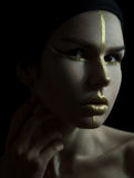 Donna con trucco dell'oro Fotografia Stock Libera da Diritti