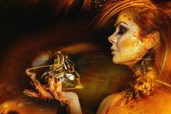 Donna con trucco dorato Immagini Stock