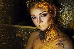 Donna con trucco dorato Fotografia Stock